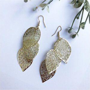 HP⭐️ Gold tone leaf 3 tier metallic drop earrings